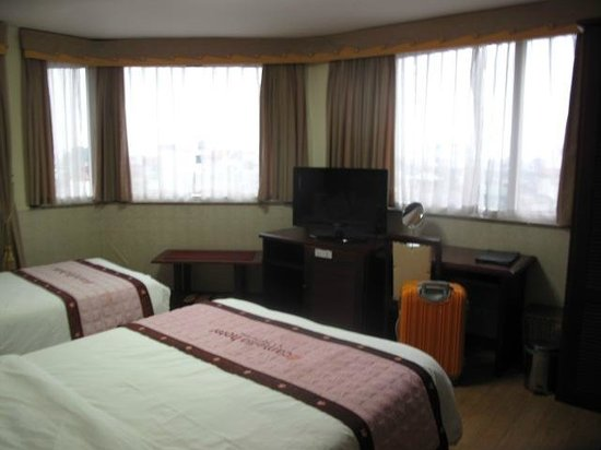 Camellia 4 Hanoi Hotel:                   3面窓で明るいがうるさい。