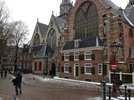 Hotel Vijaya:                   Oude Kerk a due passi dall'hotel