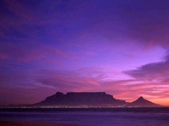 Национальный парк Тейбл-Маунтин, Южная Африка:                   View of Table Mountain from Blaauwberg, Table View