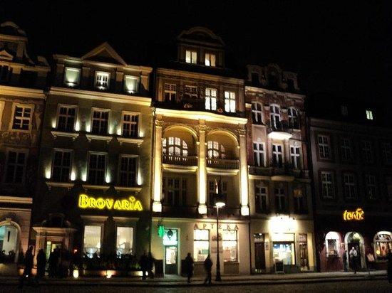 Ikar Hotel:                   Stary Rynek (Old Market Square)