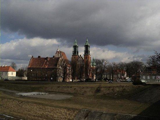 Ikar Hotel:                   Ostrów Tumski with Cathedral