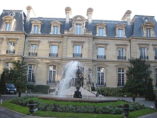 Hotel picture of saint james paris relais et chateaux for Chateau hotel paris