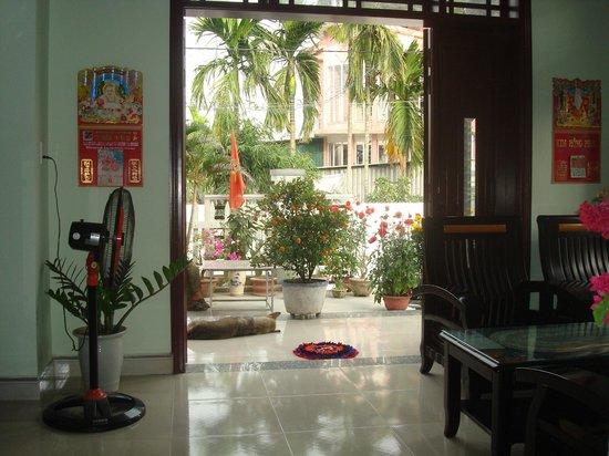 Cam Chau Homestay:                   Looking outside.