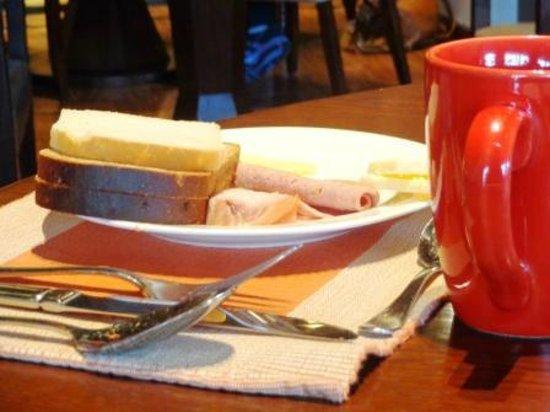 โรงแรมคราวน์ พลาซา กาฐมัณฑุ:                   Bread and breakfast