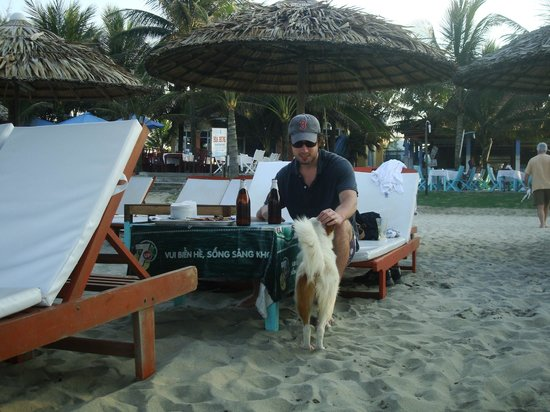 Cua Dai Beach :                   Hanging out with the waitresses' dog.