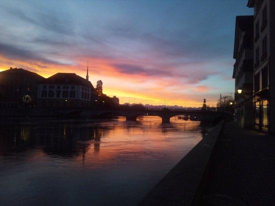 Old Town (Altstadt) :                   早朝のリマト川