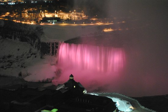 ‪‪Niagara Falls Marriott Fallsview Hotel & Spa‬:                   Canadian Falls at night
