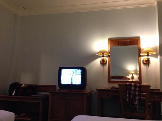 Hotel Sahid Jaya Makassar :                   tv