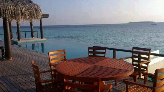 Anantara Kihavah Maldives Villas:                   Residence villa infinity pool