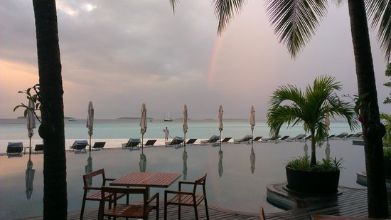 Anantara Kihavah Maldives Villas:                   Rainbow waving us goodbye on departure