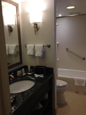 ذا كابيتال هيلتون:                   Room 752                 