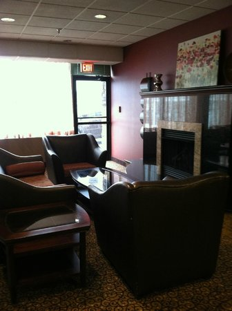 Holiday Inn Portsmouth:                   Lounge area of restaurant