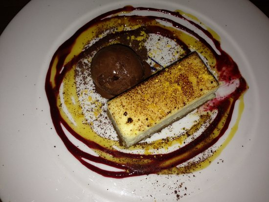 Hilton Garden Inn Bristol City Centre:                   Compliments to the dessert chef! - valentines menu