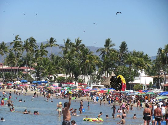 Decameron Los Cocos:                   More People....
