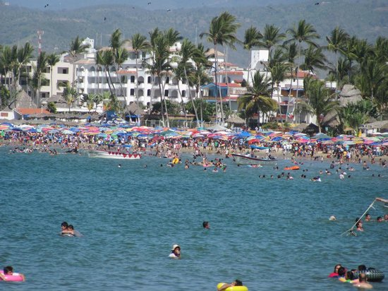 Decameron Los Cocos:                   People everywhere during Easter!