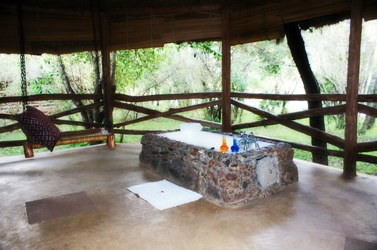 Mara Timbo Camp:                                     Freiluft Badewanne vom Zelt mit Blick in die Natur
