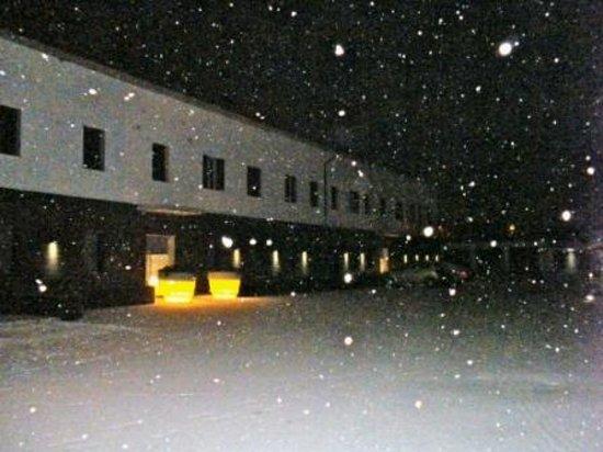 AvianResidenze Suites :                   nevicata notturna .... wow!!!