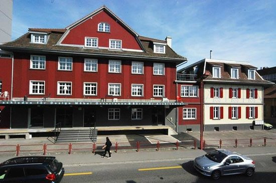 Im Quadrat Restaurant:                   Im roten Haus, direkt beim Bahnhofkreisel Zollikofen