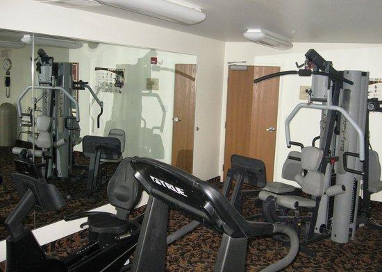 أوك تري إن بافالاو إيربورت: Exercise Room