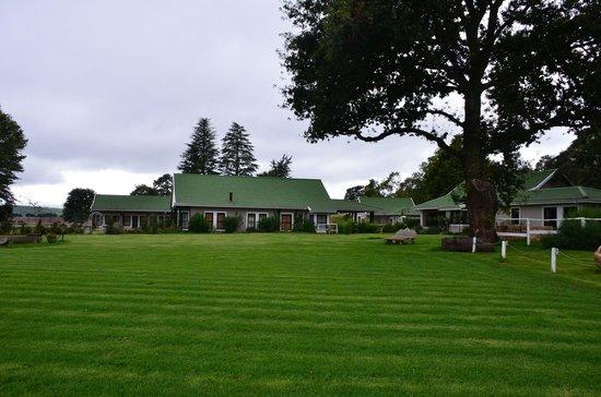 KarMichael Farm Guesthouse:                   großer Garten
