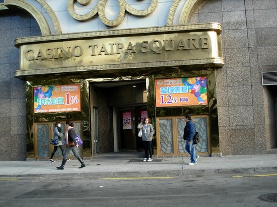 Hotel Taipa Square:                   casino entrance