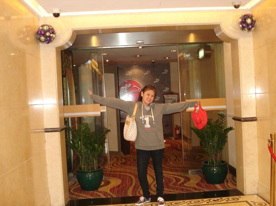 Hotel Taipa Square:                   hallway to elevator