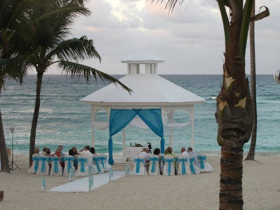 Hotel Majestic Colonial Punta Cana:                   lots of weddings
