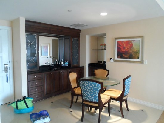 Waldorf Astoria Orlando:                   dining/kitchenette area of 1BR suite