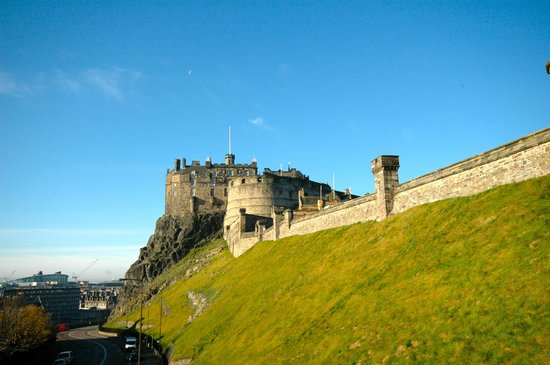 Apartment By Castle: Edinburgh Castle from Lounge window Apartment 16/4