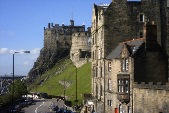 Apartment By Castle: Apartment 16/4 building and Edinburgh Castle from Apartment 11/1