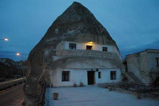 Cave Hotel Saksagan:                   Rooms 1