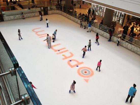 Yuregir, Turquie :                   Optimum Mall Ice Rink