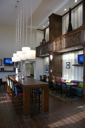 Hampton Inn & Suites Center : Dining