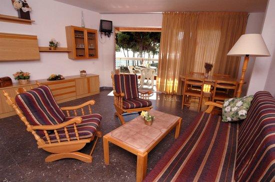 Voralmar-Mas d'en Gran Apartaments: COMEDOR 4/6 ADULTOS