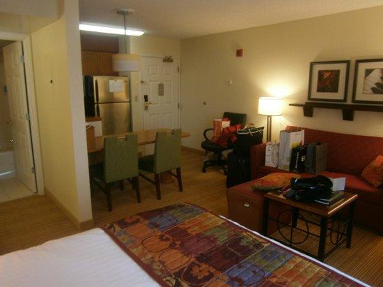 Residence Inn Tysons Corner Mall :                   Studio Suite 2