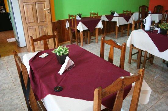 San Vicente, Argentina:                   Aquí se almuerza, se cena y se toma el desayuno