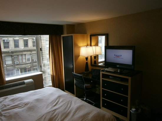 Hampton Inn Manhattan-35th St/Empire State Bldg:                   King Room 1