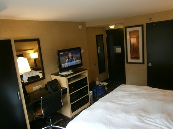 Hampton Inn Manhattan-35th St/Empire State Bldg:                   King Room 2