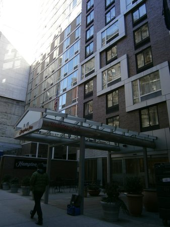 Hampton Inn Manhattan-35th St/Empire State Bldg:                   Front of Hotel