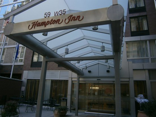 Hampton Inn Manhattan-35th St/Empire State Bldg:                   Front of Hotel 2