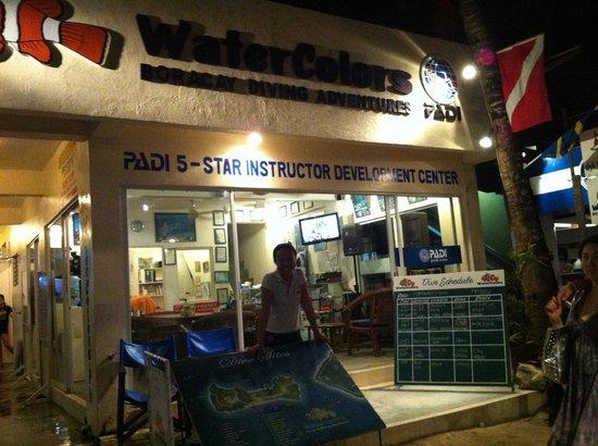 WaterColors Boracay Dive Resort:                   at night
