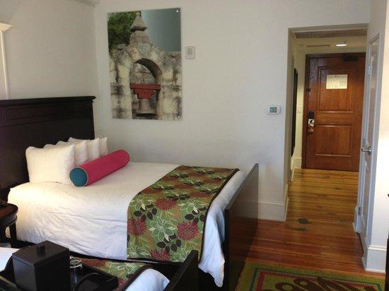 Hotel Indigo San Antonio At The Alamo:                   Room