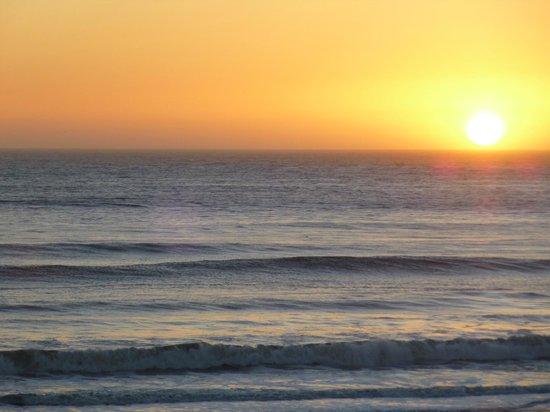 BEST WESTERN Beachfront Inn:                   Sunset from our balcony - nice!