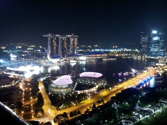 Swissotel The Stamford Singapore:                   night lights in the bay