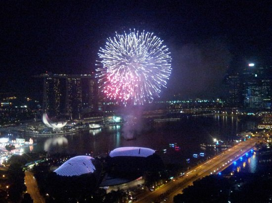 Swissotel The Stamford Singapore:                   Fireworks from the room