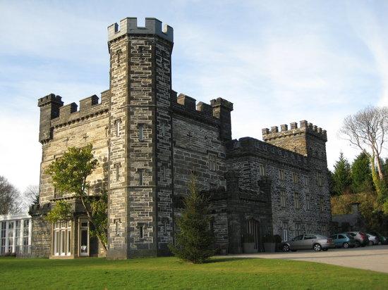 Castell Deudraeth:                   Hotel
