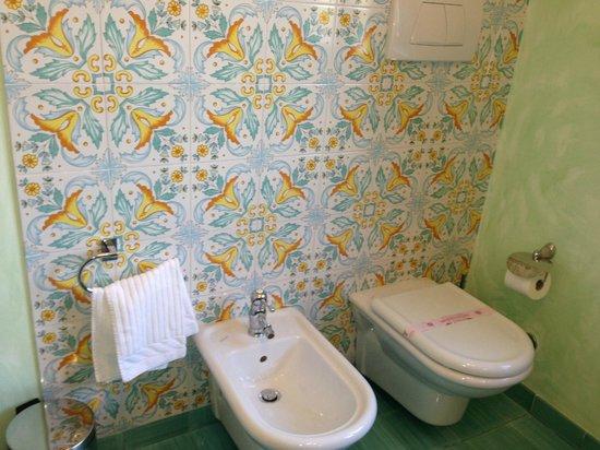 Relais Casabella:                   unique blend of tiles