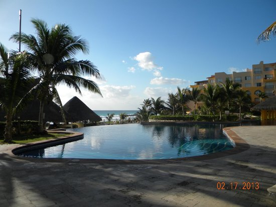 Fiesta Americana Condesa Cancun All Inclusive:                   pool in the morning