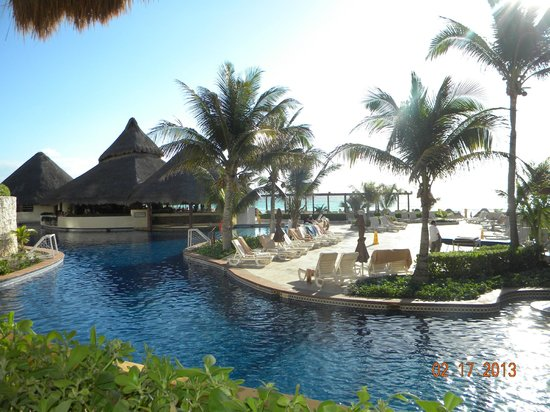 Fiesta Americana Condesa Cancun All Inclusive:                   Pool/swim up bar