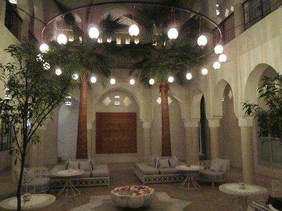 Riad Nashira & Spa:                   luminarie nel cortile